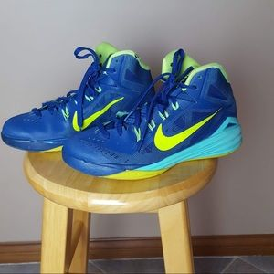 Nike hyperdunk high top sneakers boys size 6Y